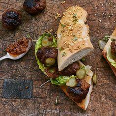Broodje bal van Erik van Loo (Restaurant Parkheuvel), uit het kookboek 'Good Food Book'. Kijk voor de bereidingswijze op okokorecepten.nl.