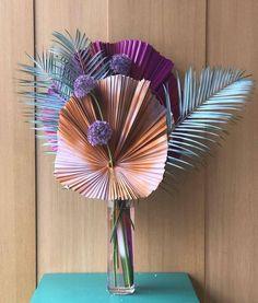 Colourful blue and purple flower arrangement Art Floral, Design Floral, Deco Floral, Dried Flowers, Paper Flowers, Silk Flowers, Spring Flowers, Purple Flower Arrangements, Hotel Flowers