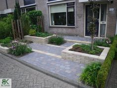 17 Awesome Simple From Small Garden Design - Bepflanzung Little Gardens, Small Gardens, Front Gardens, Outdoor Gardens, Modern Landscaping, Backyard Landscaping, Yard Before And After, Garden Park, Small Garden Design