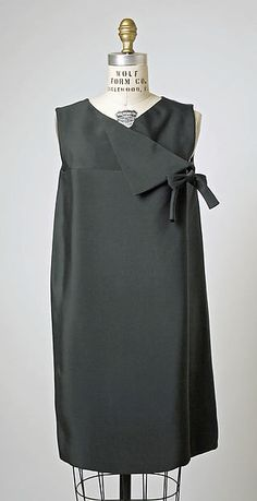 Vintage Dresses Silk dress by House of Balenciaga, ca. 1960s Fashion, Fashion Moda, Look Fashion, Vintage Fashion, Womens Fashion, Fashion Design, Dress Fashion, Vestidos Vintage, Vintage Dresses