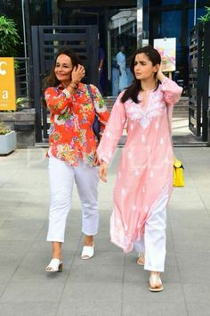 Best moments of my life described in one sentence Kurta Designs, Kurti Designs Party Wear, Casual Indian Fashion, Muslim Women Fashion, Bollywood Girls, Bollywood Fashion, Ethnic Outfits, Indian Outfits, Kurta Patterns