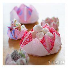 ペーパーナフキンを折るだけ♪蓮の花カップのお菓子入れ♡|暮らしニスタ