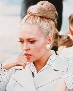 Faye Dunaway rocking some crazy/awesome hair in the Thomas Crown Affair Lauren Hutton, Lauren Bacall, Faye Dunaway, Ali Macgraw, Katharine Hepburn, Catherine Deneuve, Jackie Kennedy, Classic Hollywood, Old Hollywood