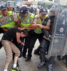 Mujeres venezolanas resistiendo