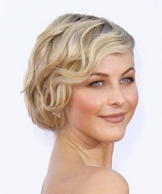 Formal hairstyles for short wavy hair Formal Hairstyles For Short Hair, Haircuts For Wavy Hair, Short Wavy Hair, Girl Short Hair, Girl Hairstyles, Bridesmaid Hairstyles, Teenage Hairstyles, School Hairstyles, Gatsby Hairstyles