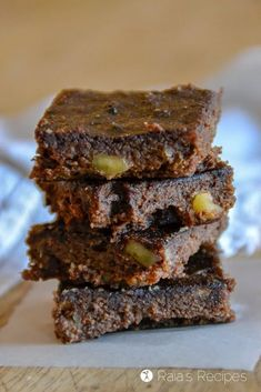 Fudgy and healthy, these Banana Walnut Carob Brownies are a delicious paleo, refined-sugar free treat even chocolate-lovers will enjoy! Sugar Free Treats, Paleo Treats, Low Carb Desserts, Dessert Recipes, Coconut Flour Brownies, Bacon Cookies, Carob Chips, Almond Cream, Dairy Free Options