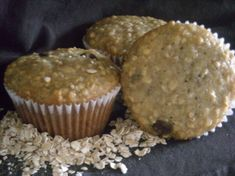 Oatmeal Banana Chocolate Chip muffins - add 1 cup chocolate chips, also I did 2 cups mashed banana, and cup milk - otherwise batter is too dry Raisin Muffins, Banana Oatmeal Muffins, Baked Banana, Banana Bread, Muffin Recipes, Banana Recipes, Meatloaf Recipes, Afternoon Snacks, Sweet Treats