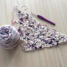 Et voilà j'ai enfin décidé ce que je ferai du merveilleux fil de @soobelleyarn_xiaowei : un south bay shawlette. Ce sera sûrement ma participation au #craftsalongimbolc de @filledhiver  Et le crochet est assorti  #soobelleyarn #graphique4 #crochetconcupiscence #crocheting #ilovecrochet #southbayshawlette by aglaelaser