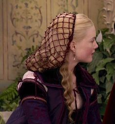 buy a snood, add pearls. ALady/ Holliday Grainger as Lucrezia Borgia in The Borgias (TV Series, Italian Renaissance Dress, Costume Renaissance, Renaissance Hairstyles, Historical Hairstyles, Renaissance Fashion, Renaissance Makeup, Renaissance Clothing, Victorian Fashion, Les Borgias