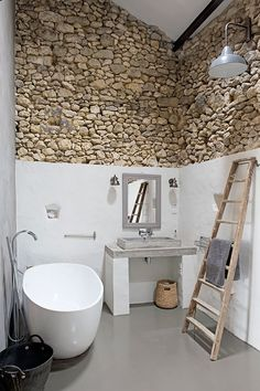 Beautiful and Modern Vintage Bathroom Decor Ideas 0185 .- Schöne und moderne Vintage Badezimmer Dekor Ideen 0185 Beautiful and modern vintage bathroom decor ideas 0185 - Bad Inspiration, Bathroom Inspiration, Inspiration Boards, Home Interior Design, Interior Architecture, Modern Interior, Luxury Interior, Interior Plants, Scandinavian Interior