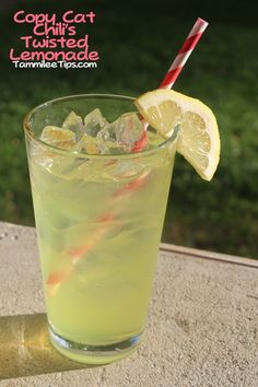 Chili's Twisted Lemonade ~ Citrus Vodka, Triple Sec, Sweet and Sour, lemon wedge