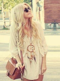 Love, love, LOVE that dreamcatcher necklace! So boho.