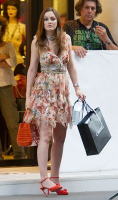 4x01 Belles De Jour. Oscar de la Renta dress, Christian Louboutin shoes and Nancy Gonzalez bag.