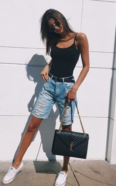 Body preto, bermuda jeans destroyed, tênis all star branco. Jean Short Outfits, Casual Outfits, Fashion Outfits, Grunge Outfits, Bermuda Shorts Outfit, Denim Outfit, Denim Shorts Outfit Summer, Jeans For Short Women, Pants For Women