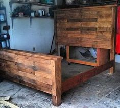 Use Pallet Wood Projects to Create Unique Home Decor Items Wooden Pallet Projects, Wooden Pallet Furniture, Pallet Crafts, Wooden Pallets, Pallet Ideas, Wooden Diy, Pallet Wood, Buy Pallets, Pallet Bench