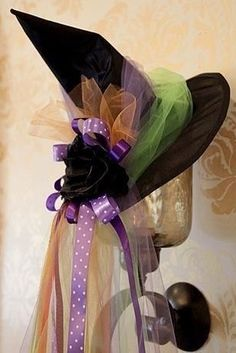 DIY Tutorial: DIY Witch Costumes / Witch TuTu Check out the website for more. Witch Tutu Costume, Halloween Witch Hat, Halloween Kostüm, Diy Halloween Costumes, Holidays Halloween, Halloween Decorations, Witch Hats, Diy Witch Hat, Scarecrow Costume
