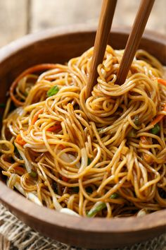 Soy Sauce Noodles - Soy Sauce Noodle Stir Fry Recipe with Carrots, Bean Sprouts, and Green Onions Imágenes efectivas qu - Stir Fry Recipes, Healthy Recipes, Asian Recipes, Vegetarian Recipes, Cooking Recipes, Ethnic Recipes, Asian Noodle Recipes, Healthy Ramen, Recipes With Soy Sauce
