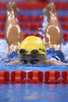 Sweden's Sarah Sjostrom reacts after competing in a Women's Freestyle heat during the swimming event at the Rio 2016 Olympic Games at the. Swimming Funny, Us Swimming, 2016 Pictures, Sports Pictures, Swimming Pictures, Female Swimmers, Olympic Swimmers, Ncaa College, Rio Olympics 2016