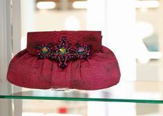 Liefhebbers van fashion, kostuum en accessoires opgelet: ter inspiratie, ter informatie, om te genieten en om je te stimuleren om zelf aan de slag te gaan om iets te maken was van 17 maart t/m 31 mei 2017 Modemuze te gast in de OBA. Een tentoonstelling mét een uitgebreid en divers evenementenprogramma.  #OBA #expositie #OBAexpositie
