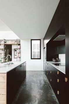 Burnished concrete floors and black cabinetry make for a modern kitchen. Northrop House by Techne Architects Classic Kitchen, New Kitchen, Kitchen White, Kitchen Magic, Black Kitchens, Home Kitchens, Kitchen Interior, Kitchen Decor, Masculine Kitchen