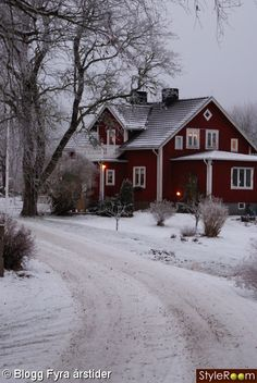 Pretty red house this is so inviting on a snowy day with a warm fire going and candles in every window. Winter cottage please! Future House, My House, Beautiful Homes, Beautiful Places, House Beautiful, Beautiful Farm, Peaceful Places, Red Houses, Farm Houses