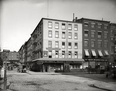 "Fraunce's Tavern: 1900 - New York. ""Fraunce's Tavern, Broad and Pearl Streets."" The building, which figured in the Revolutionary War, is said to be Manhattan's oldest. 8x10 inch dry plate glass negative, Detroit Publishing Company. Via Shorpy."