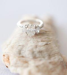 lovely oval 3 stone e-ring.