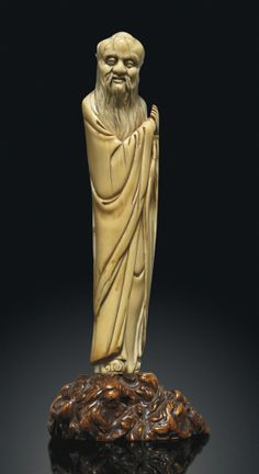 AN IVORY CARVING OF A SCHOLAR - LATE MING DYNASTY, 17TH CENTURY