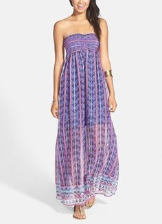 Picture perfect for the beach. Absolutely adore the geo print on this smocked tube maxi dress.