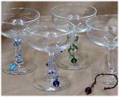 DIY Wine glass markers: DIY - Festive Beaded Wine Glass Stems