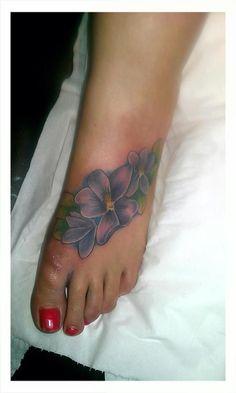 a42bf8c7d7b2c57e3335d049356b395b--violet-flower-tattoos-flower-foot-tattoos.jpg 576×960 pixels