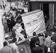 La carga de un disco duro de 5 MB de IBM, 1956.