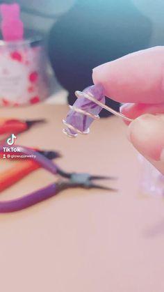 Wire Jewelry Rings, Wire Jewelry Designs, Handmade Wire Jewelry, Diy Crafts Jewelry, Bead Jewellery, Wire Wrapped Jewelry, Crystal Jewelry, Crystal Necklace, Beaded Jewelry
