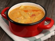 Papricas de porc cu pastai Romanian Food, Cheeseburger Chowder, Stew, Chili, Ethnic Recipes, Pork, One Pot, Chilis, Chile