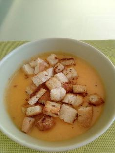 Supă cremă de zarzavat cu crutoane Supe, Cheeseburger Chowder, Feta, Toast, Toasting Flutes