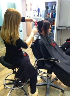 Long Hair Cuts, Long Hair Styles, Shaving Razor, Baby Center, Makeup Artists, Beauty Shop, Capes, Barber Shop, Hairdresser