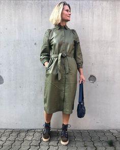 """QNTS.dk on Instagram: """"Trine er hoppet i den flotteste kjole fra @bruunsbazaar og vi er ærligt talt helt betaget af den grønne farve og kvaliteten. Kjolen står…"""" Kjolen, Military Jacket, Jackets, Instagram, Fashion, Down Jackets, Moda, Field Jacket, Fashion Styles"""