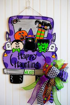 "Your individual door hanger Sure, the classic is of course the door pendant, in which on leading ""don't disturb"" and on the back ""in"" stands. Halloween Door Hangers, Fall Door Hangers, Boo Door Hanger, Pumpkin Door Hanger, Fall Halloween, Halloween Crafts, Halloween Decorations, Halloween College, Halloween Office"