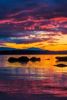 sundxwn:  Phipps Point Sunset Hornby Island BC  by Rob Laskin