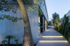 Galeria de Um Corte Concreto / Pitsou Kedem Architects - 12