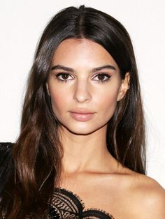Emily Ratajkowski's kept her hair naturally dark near the roots and midlengths and opted for some super-subtle warm tones towards the ends. But then again, she'd look beautiful with whatever....