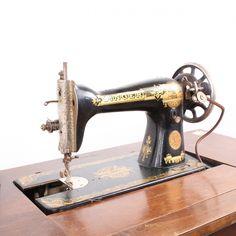 Šlapací šicí stroj Singer Singer, Sewing, Dressmaking, Couture, Singers, Stitching, Sew, Costura, Needlework
