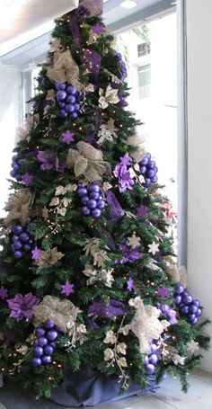 Grapevine Tree Xmas Decorations, Decoration Noel, Christmas 2017, Christmas Tree Green, Holiday Tree, Beautiful Christmas Trees, Christmas Scenes, Christmas Colors, Christmas Love