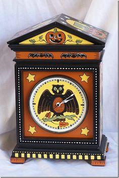 Halloween Clock-cute!  http://lachambrerose.blogspot.com/2009/10/autumn-in-vermont-halloween-lamps_16.html
