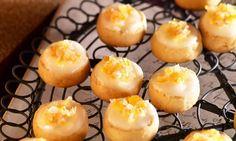 Orangen-Guetzli - Kleine, luftige Gebäcke mit feiner Orangennote. Organic Matter, Sushi, Muffins, Eggs, Healthy Recipes, Healthy Food, Sweets, Cookies, Breakfast