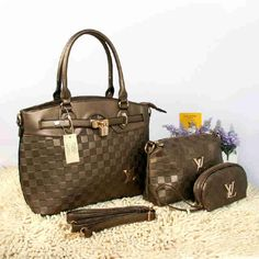Tas Louis Vuitton Farisha  - Kode : 20150AH - Merk : LOUIS VUITTON - Qualty : Semi Premium - Bahan : Kulit - Warna : Bronze - Ukuran : 33x11x27 - Berat. : 1kg/pcs - Harga : Rp 330.000, - Kelengkapan : Dompet + Tali Panjang