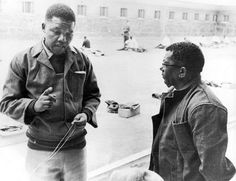 Nelson Mandela and Walter Sisulu at Robben Island. Nelson Mandela has to the most inspiring person of our times. Nelson Mandela Joven, African National Congress, Gil Scott Heron, Black Presidents, Apartheid, Peaceful Protest, Imagines, African American History, Black Power