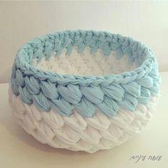 Crochet bag zpagetti diy New ideas Crochet Bowl, Crochet Diy, Crochet Basket Pattern, Crochet Crafts, Crochet Projects, Bag Patterns, Crochet Baskets, Confection Au Crochet, Tunisian Crochet