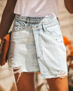 Excellent womens fashion are offered on our website. Read more and you will not be sorry you did. Cropped Denim Jacket, Ripped Denim, Denim Skirt, Denim Flares, Womens Fashion Online, Fashion Tips For Women, Looks Style, Looks Cool, Casual Skirt Outfits