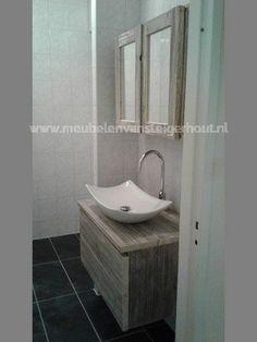 Badkamermeubel met spiegelkast alles van steigerhout  www.meubelenvansteigerhout.nl